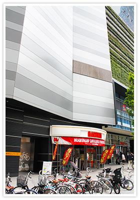 ▲ 新宿歌舞伎町の中央で営業を行うマルハン新宿東宝ビル店