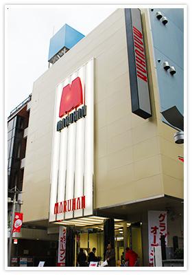 ▲ マルハン小岩パチンコ館。スロット館と共に同時オープンし、同社にとっては305、306店舗目にあたる