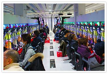 ▲ 出玉演出が必要な4円コーナーでは「JCT-200」が導入。オープン以来、同店の高稼働を支えている